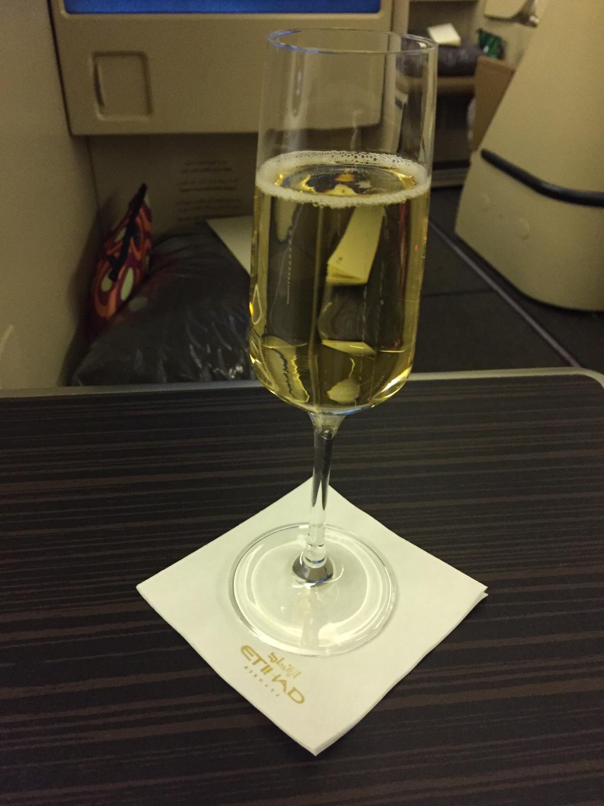 Sekt in der Etihad Airways Business Class